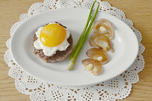 Фото для рецепта: Бифштекс с яйцом