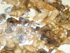 Фото для рецепта: Фрикасе из курицы с шампиньонами