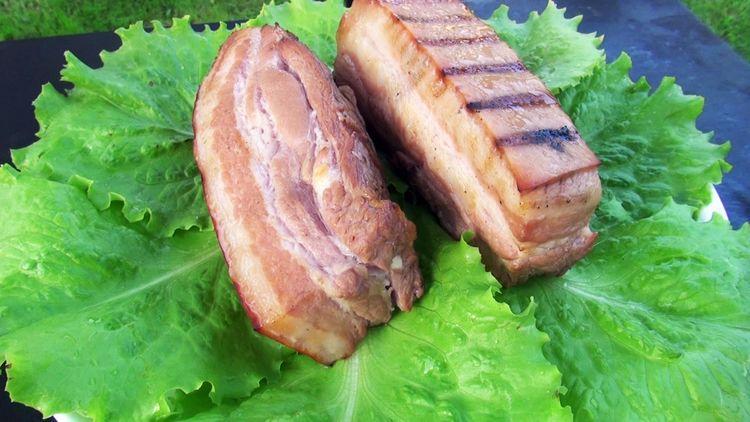 Фото для рецепта: Свиная грудинка домашнего копчения