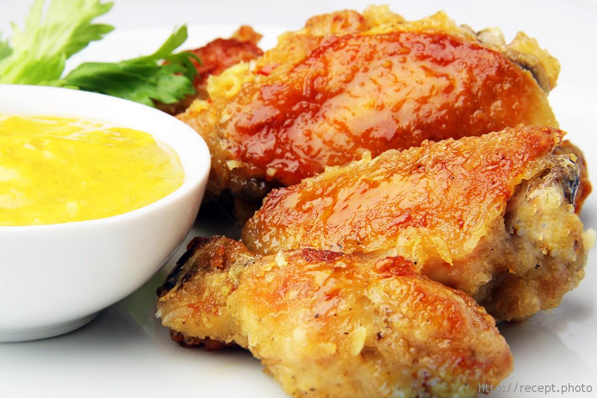 Фото для рецепта: Очень вкусные куриные крылышки в духовке