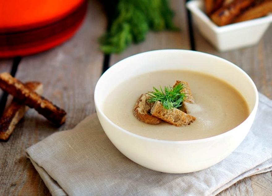 Фото для рецепта: Суп-пюре из грибов со сливками