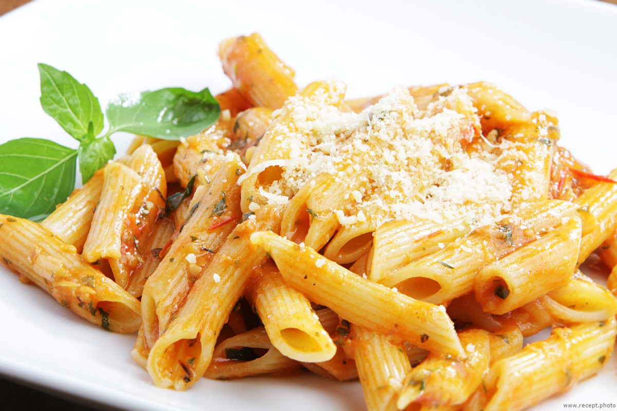 Фото для рецепта: Паста с соусом из помидоров черри