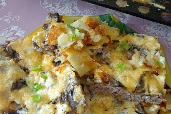 Фото для рецепта: Мясная запеканка с картофелем, грибами и сыром