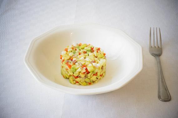 Фото для рецепта: Тартар из авокадо с соусом Табаско