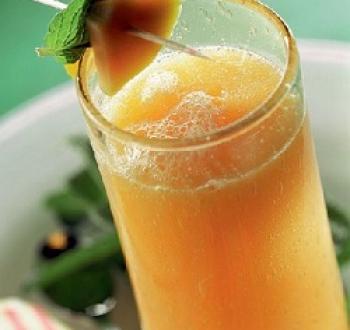 Фото для рецепта: Домашний лимонад с апельсином и имбирем